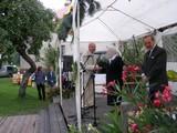 Za współpracę zTMZ Stowarzyszenie zCzechowic-Dziedzic otrzymało nagrodę, którą odbiera dyr. MOK - mgr Bolesław Folek